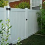 White vinyl privacy fence and gate in Pleasant Grove, Utah
